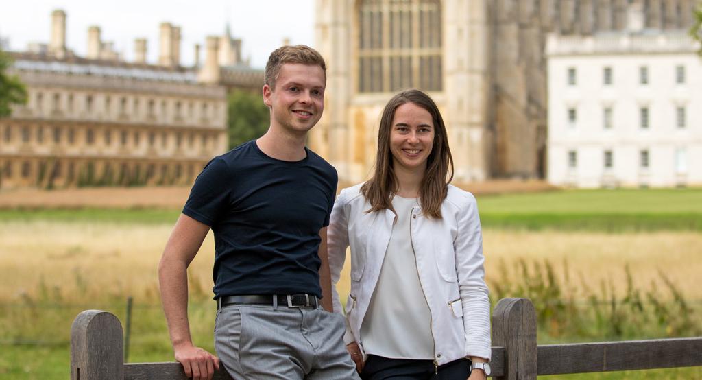 In England und dann der ganzen Welt: Nicola und Cornelius helfen Kindern mit Migräne
