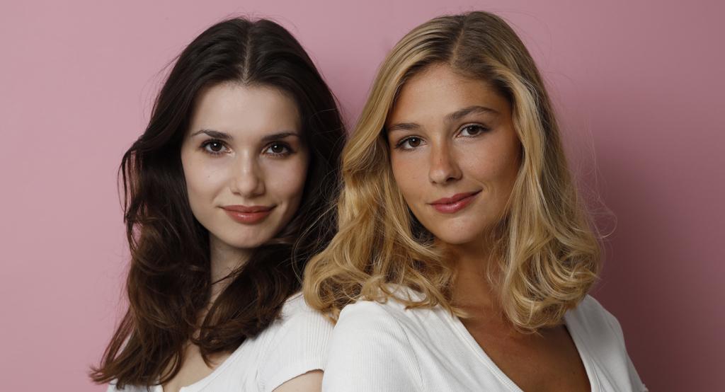Die beiden Gründerinnen von Talking Hands Maria Möller (links) und Laura Mohn.